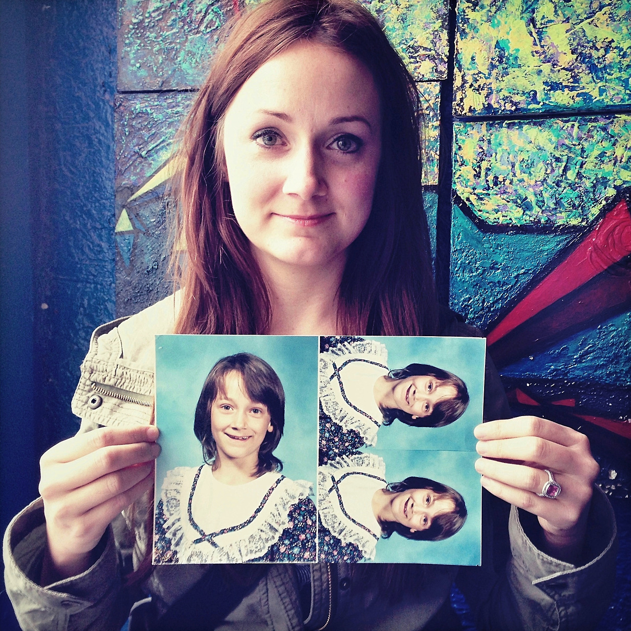 Gina, 10 ans sur la photo, aujourd'hui 32 - Photo : Awkward Years Project