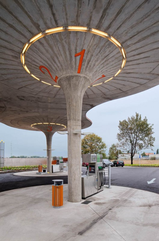 Photo: GAS Station, Slovaquie - Atelier SAD