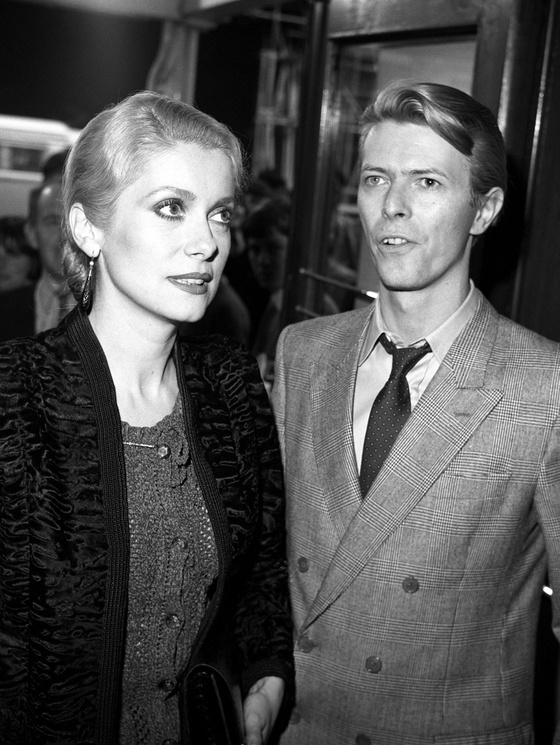 Photo: Catherine Deneuve, David Bowie, 1986. Photo Monitor Picture Library - Photoshot - Getty Images ©