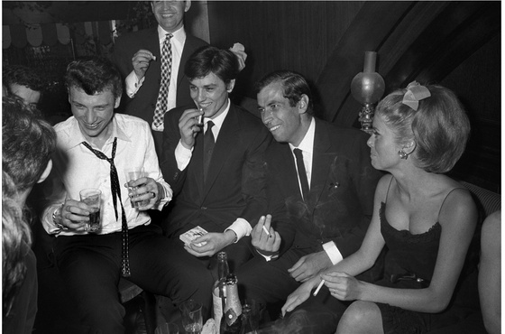 Photo: Johnny Hallyday, Alain Delon, Roger Vadim et Catherine Deneuve, 1962. Raymond Depardon / Magnum Photos ©