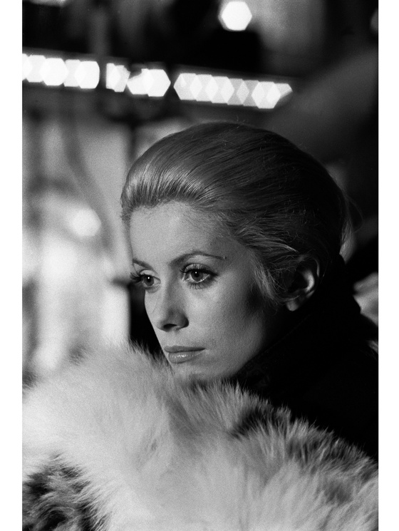 Photo: Catherine Deneuve, « La Chamade », 1968. Raymond Depardon / Magnum Photos ©