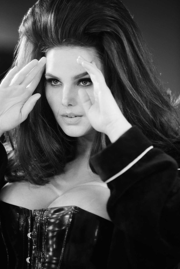 Candice Huffine Avril 2015 - Photo : Steven Meisel