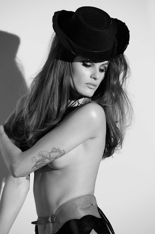 Isabeli Fontana Octobre 2015 - Photo : Steven Meisel