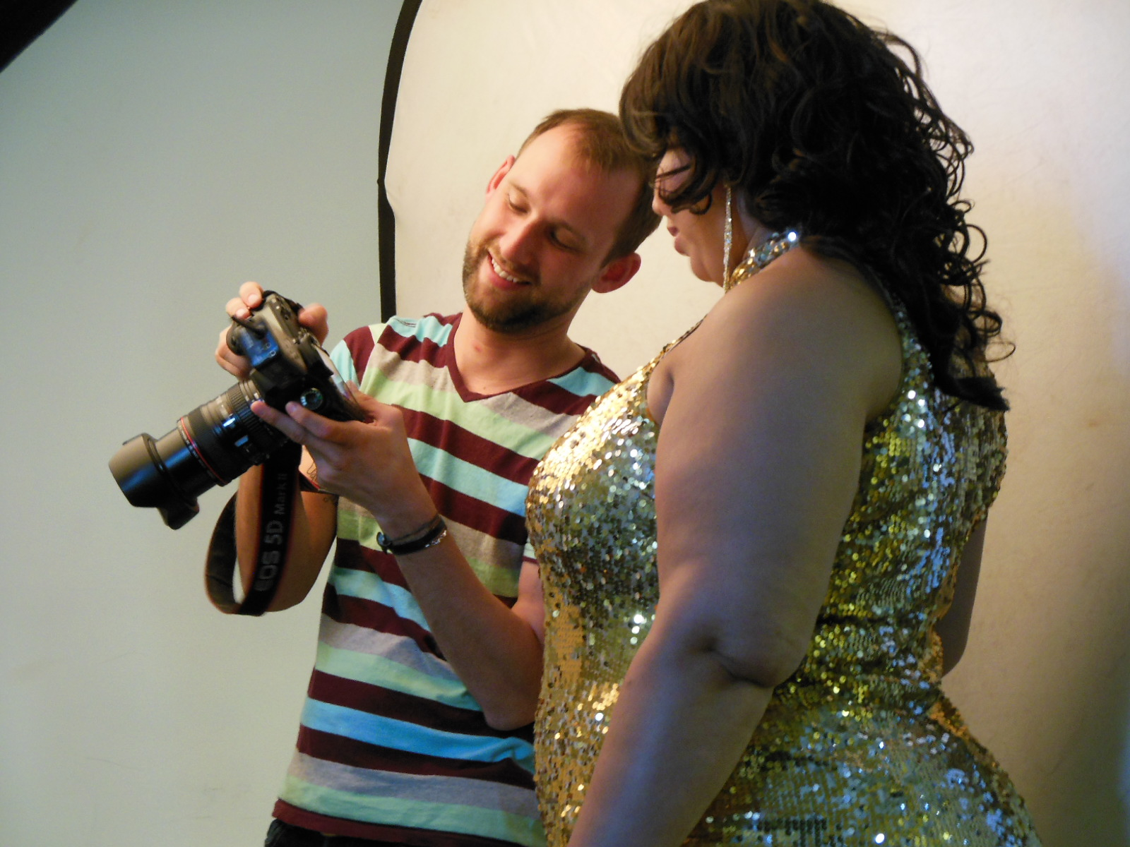 Le photographe Sean Scheidt avec l'artiste burlesque Dr Ginersnaps - Photo : Anthony C. Hayes
