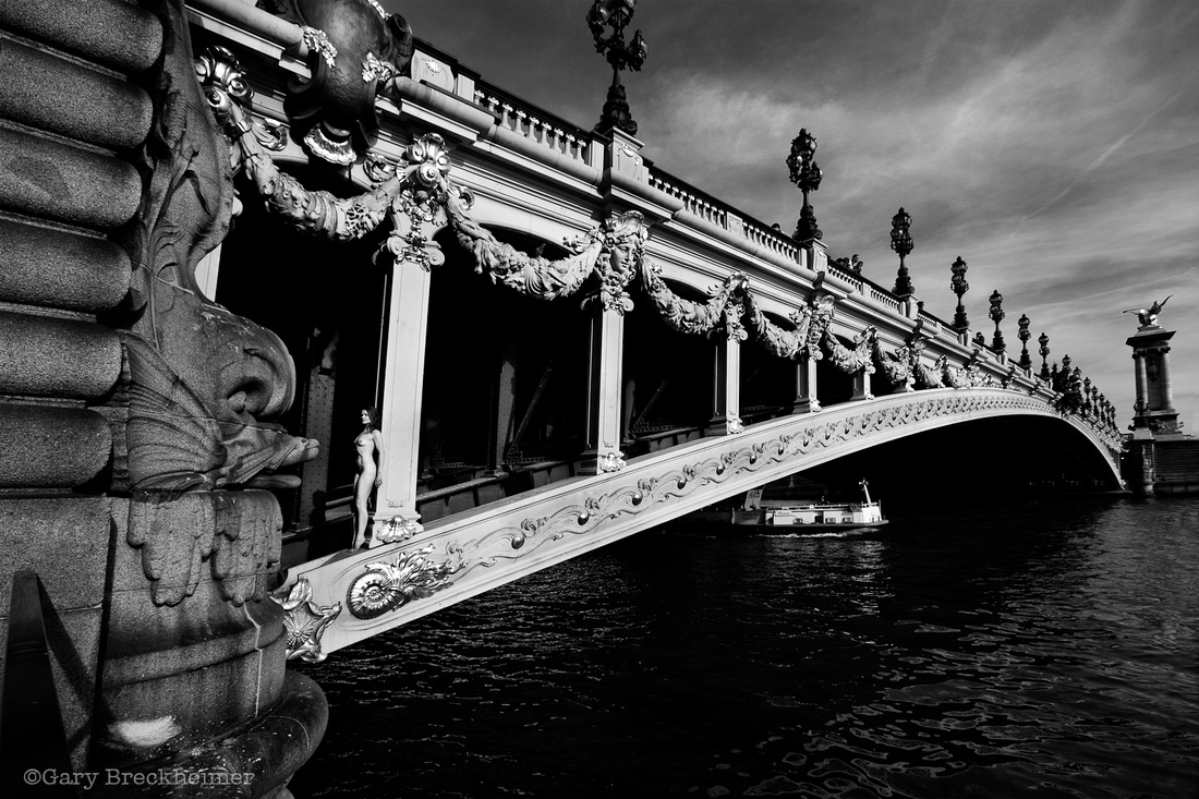Photo : Gary Breckheimer Abroad - Inner Bridge