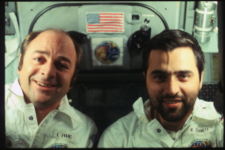Ronald Evans et Harrison H. Schmitt pendant la Mission Apollo 17 (Décembre 1972) Photo : NASA