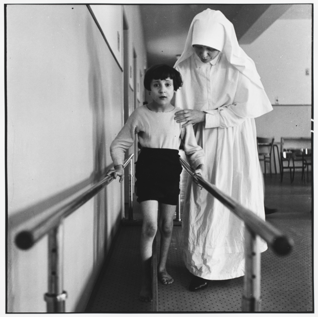 Peter Hujar - Nun with Girl on Parallel Bars, Florence
