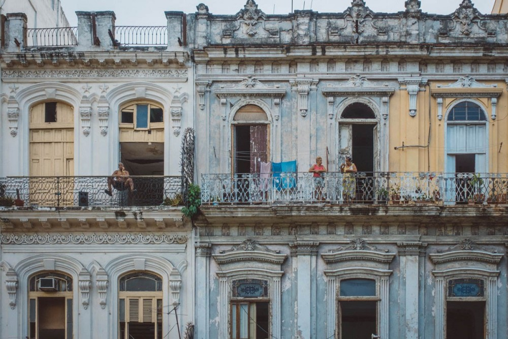 Gossiping on the balcony in Vedado, Bobi Dojcinovski