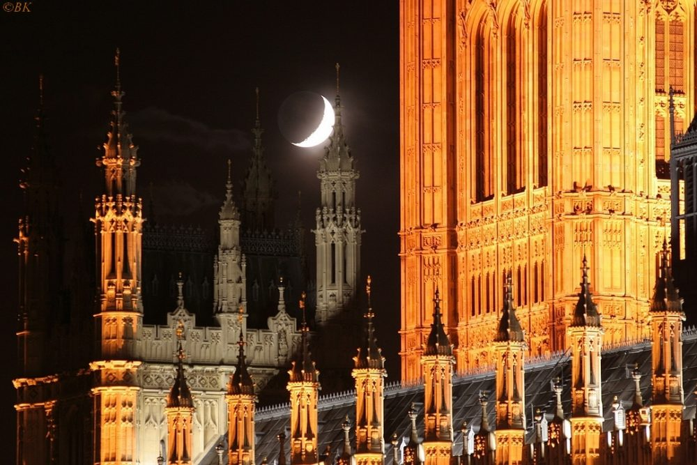 Photo : moon ovber westminster, Bertrand Kulik