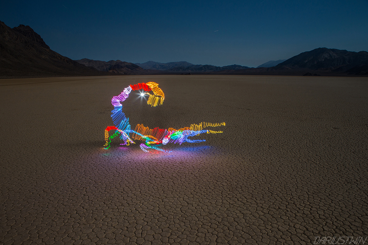 Darius Twin - Lightpainting