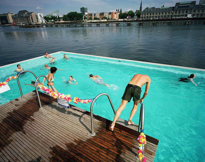 "Germany; Berlin; ""Badeschiff"" at ""Arena"" in the river Spree © Reiner Riedler / Anzenberger"