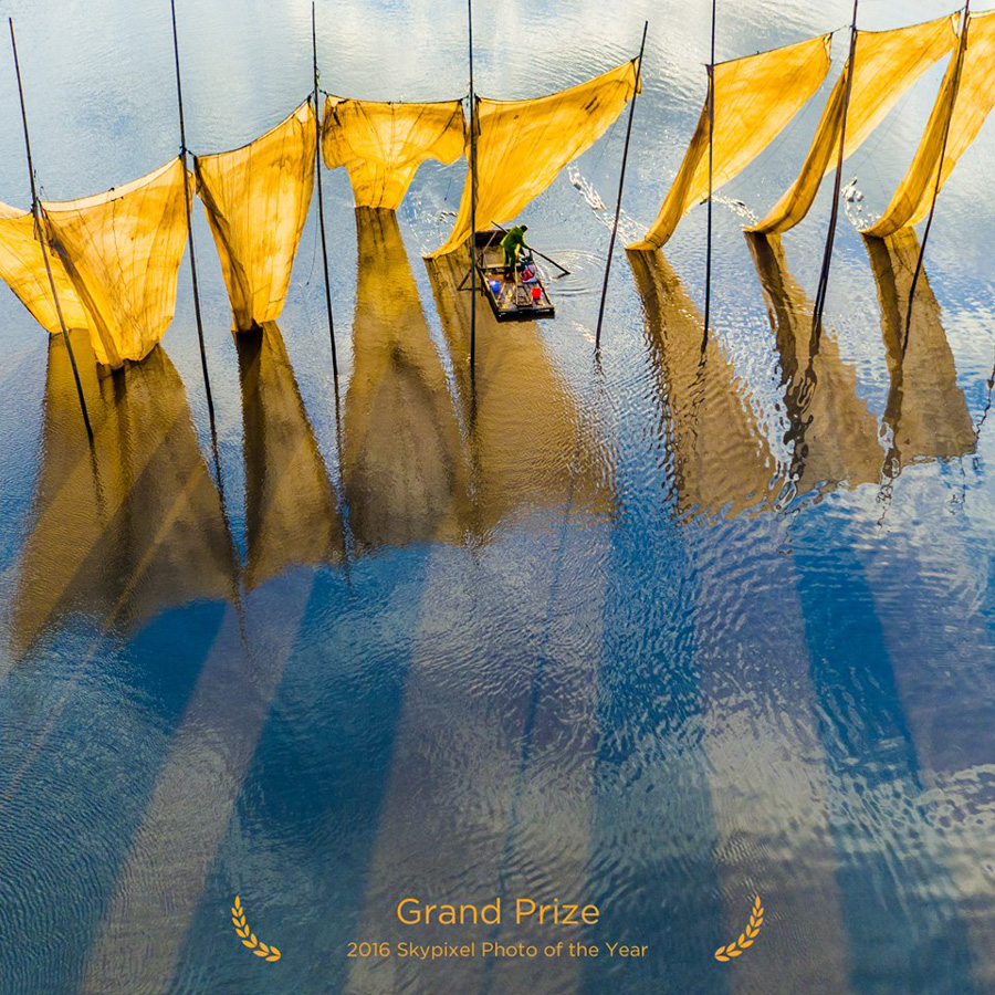 "SkyPixel Photo Contest 2016 Grand Prix / Ge Zheng ""Fishermen close the net"""