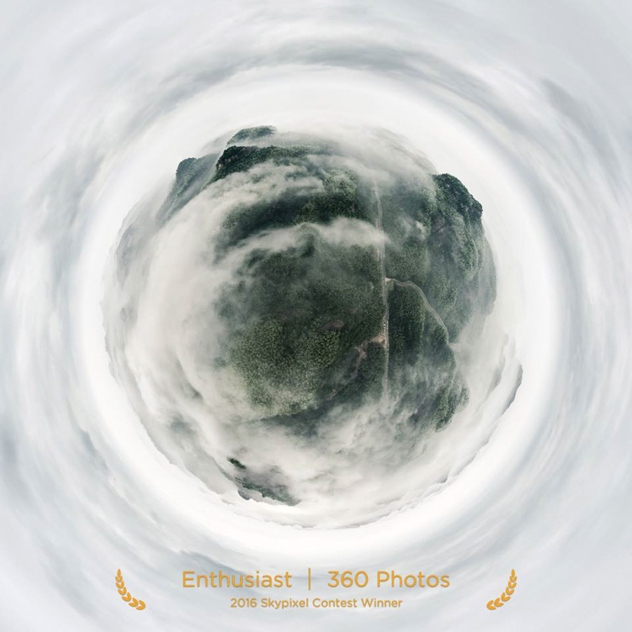 "SkyPixel Photo Contest 2016 Catégorie Enthusiast 360° Photos 1er Prix / 李 文 ""Flying Ink of Tianshan Mountain"""