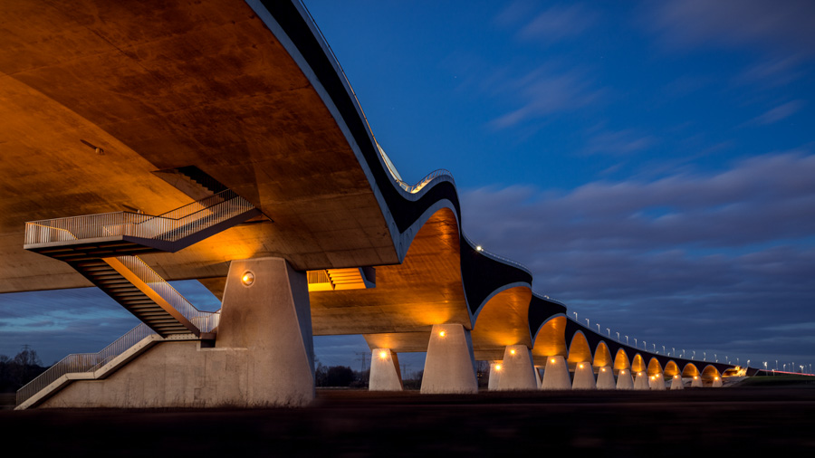 Photo : Tobias Gawrisch / Architecture in the Netherlands - De Oversteek Bridge