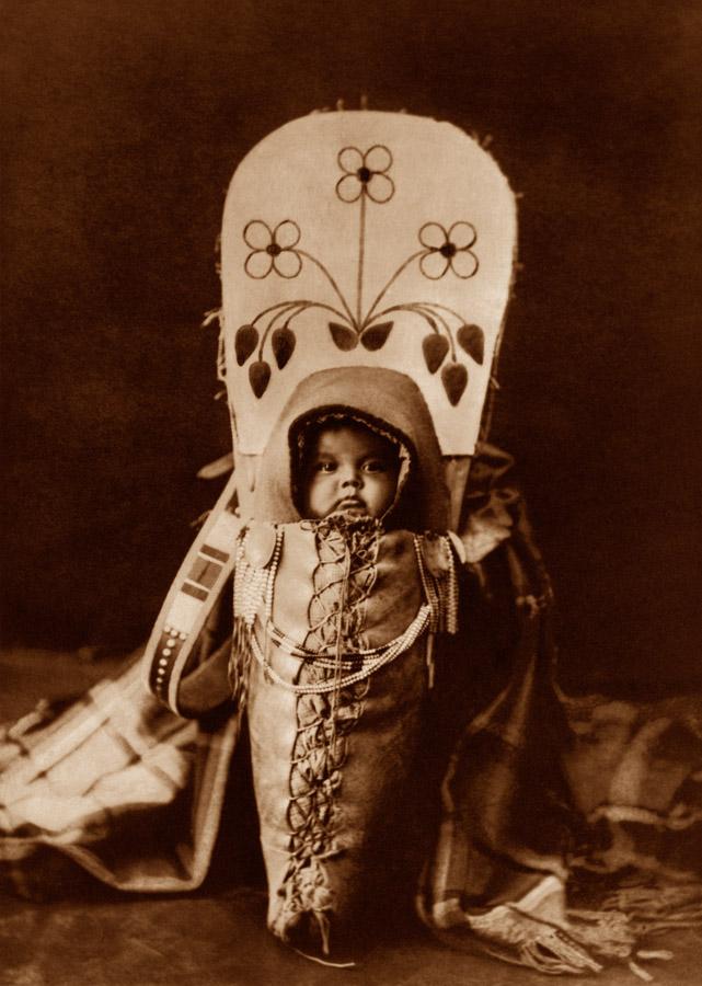 Edward Curtis - Nez Perce Babe, 1900