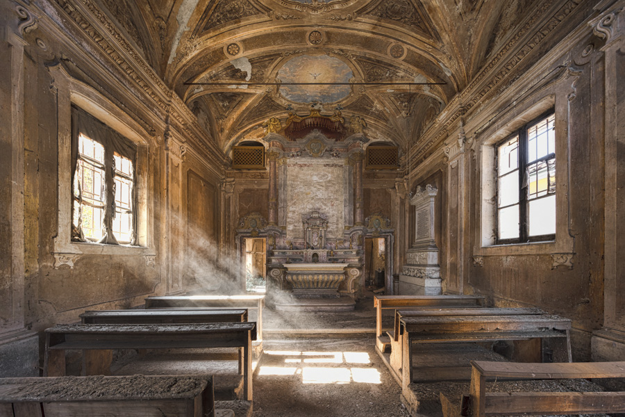 James Kerwin-Domum Dei -GOLDEN LIGHT | A DETAILED AND PRETTY CHAPEL IN ITALY.