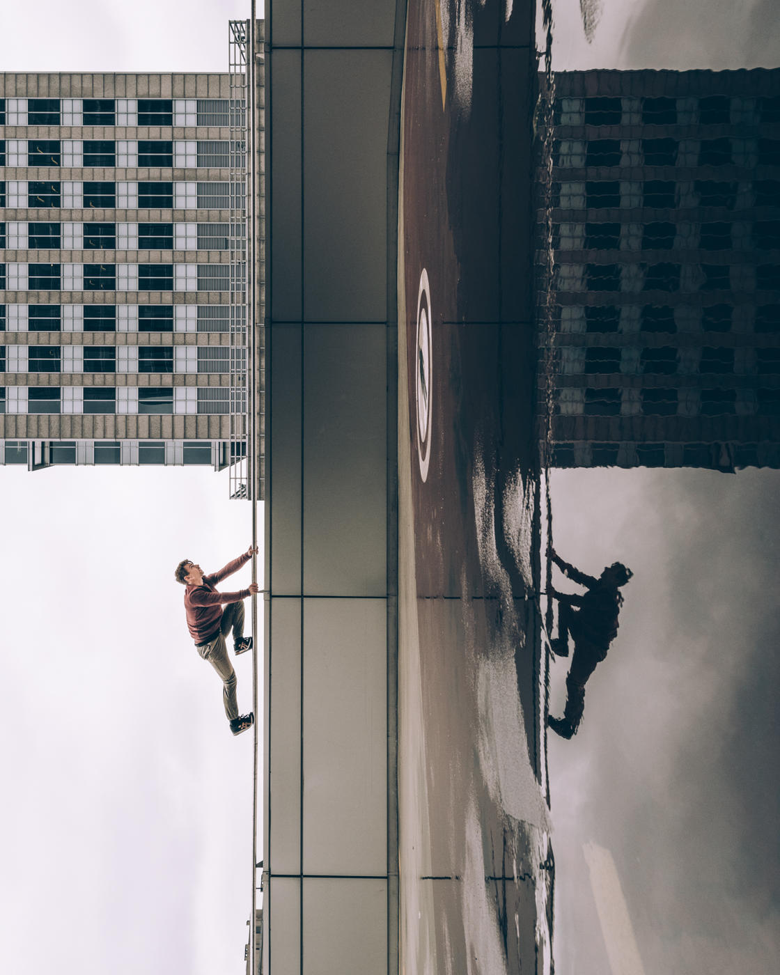 Photo, photographe, architecture, urbain, city, cityscape, paysages urbains, architecture urbaine, Nikon, Max Leitner, Pologne, Varsovie, gymnaste, acrobaties, perspectives, cadres, lignes, courbes, lévitation, renversant, illusion, illusionniste, trompe l'œil, Benni Grams