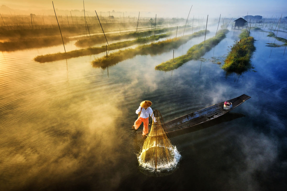 First Prize - Landscape Professionnel Group - Zay Yar Lin - Sun's Up, Nets Out