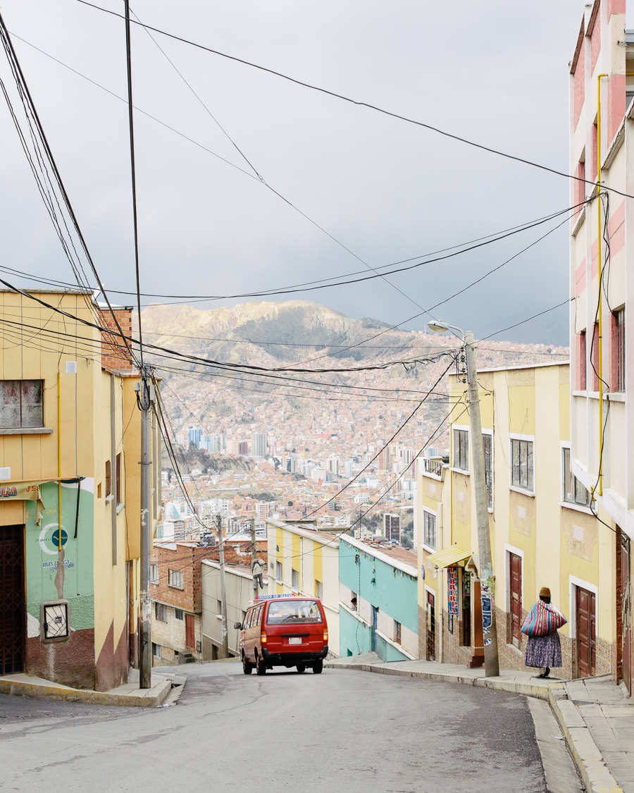 Dans les rues de La Paz en Bolivie, photo par Kevin Faingnaert, article grainedephotographe.com