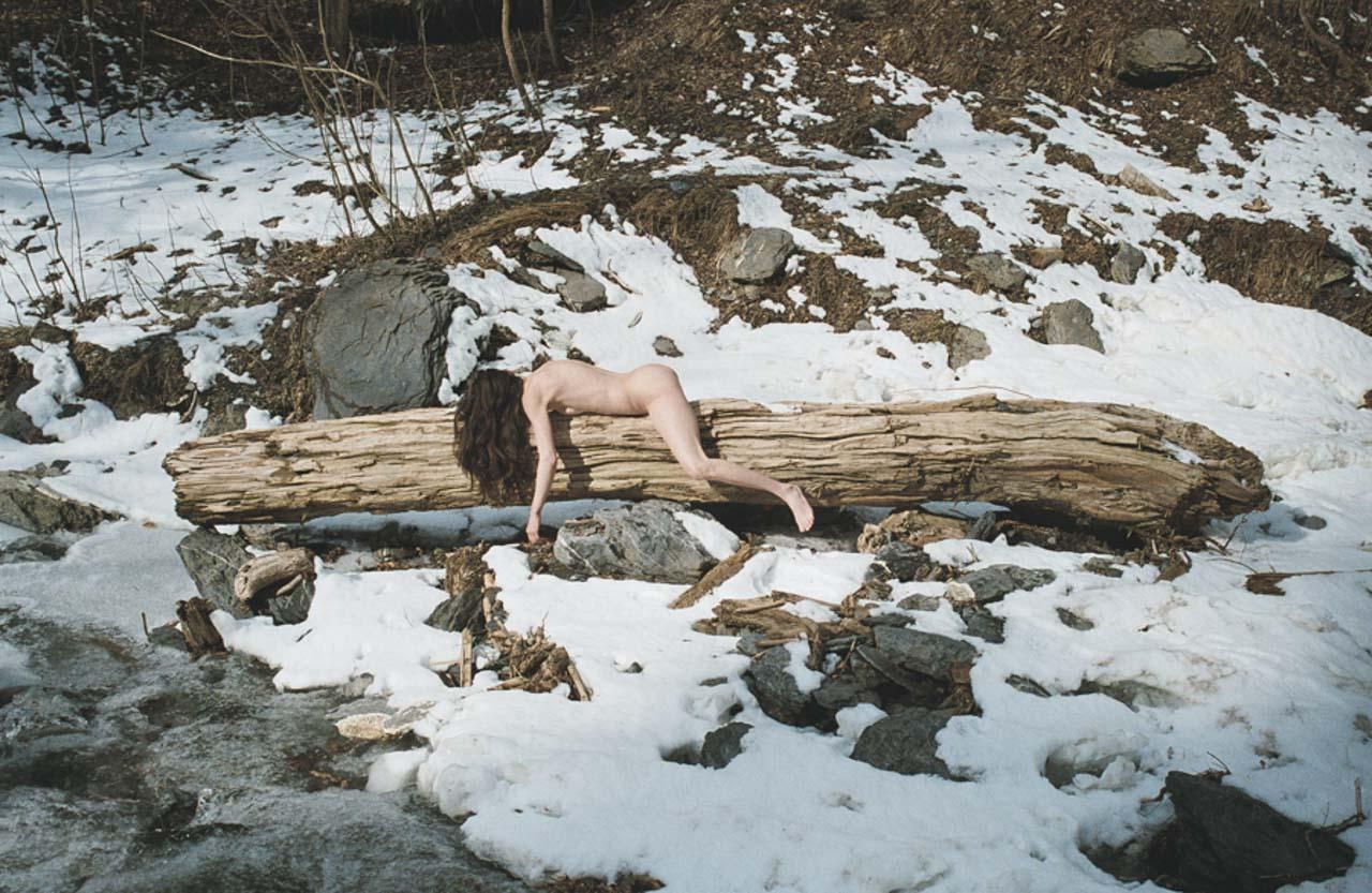 Univers mélancolique Mylene Tillier corps nu dans la nature