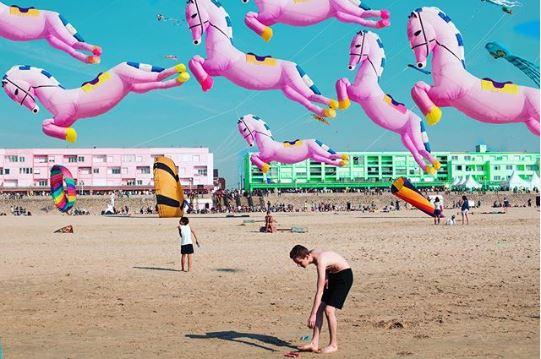 Romain Ruiz couleurs pop plage